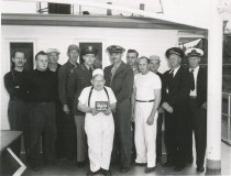 Image of 1999.030.026 - crew of a snagboat