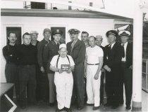 Image of 1999.030.081 - W.T. PRESTON crew with award