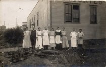 Image of 2016.008.002 - Employees of Anacortes Steam Laundry