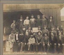 Image of D.VI.066 - Fidalgo Lumber and Box employees