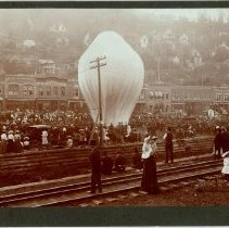 Image of Hot Air Balloon on Main Street - 0070.001.001