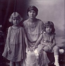Image of Woman and Girls - 0002.326.001