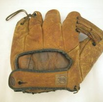 Image of 2015.017.002 - Glove, Baseball