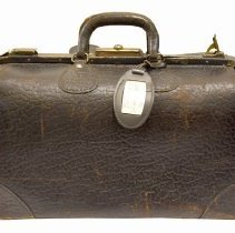 Image of 990.006.009 - Suitcase