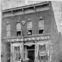 Image of 1881  Employees in front of Mueller shop