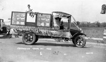 Image of Pioneer Meat Market Grape Day Entry, 1920