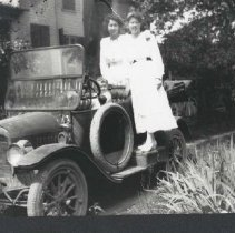 Image of 1988.00183.019 - Rutherford Family-Automobile Group, c 1920s