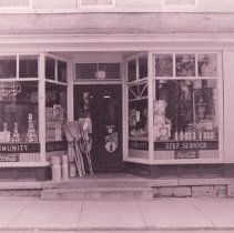 Image of 1998.00472.011 - Berryville-1 E. Main St.-Community Grocery, cir 1950