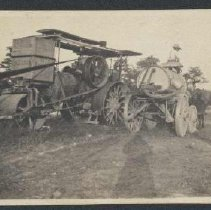 Image of 2004.00019.003 - Harvesting at Buckley Farm, c 1940s