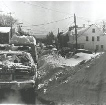 Image of 2005.00023.231.J - Blizzard, Feb 1983-One-Lane Traffic on E. Main
