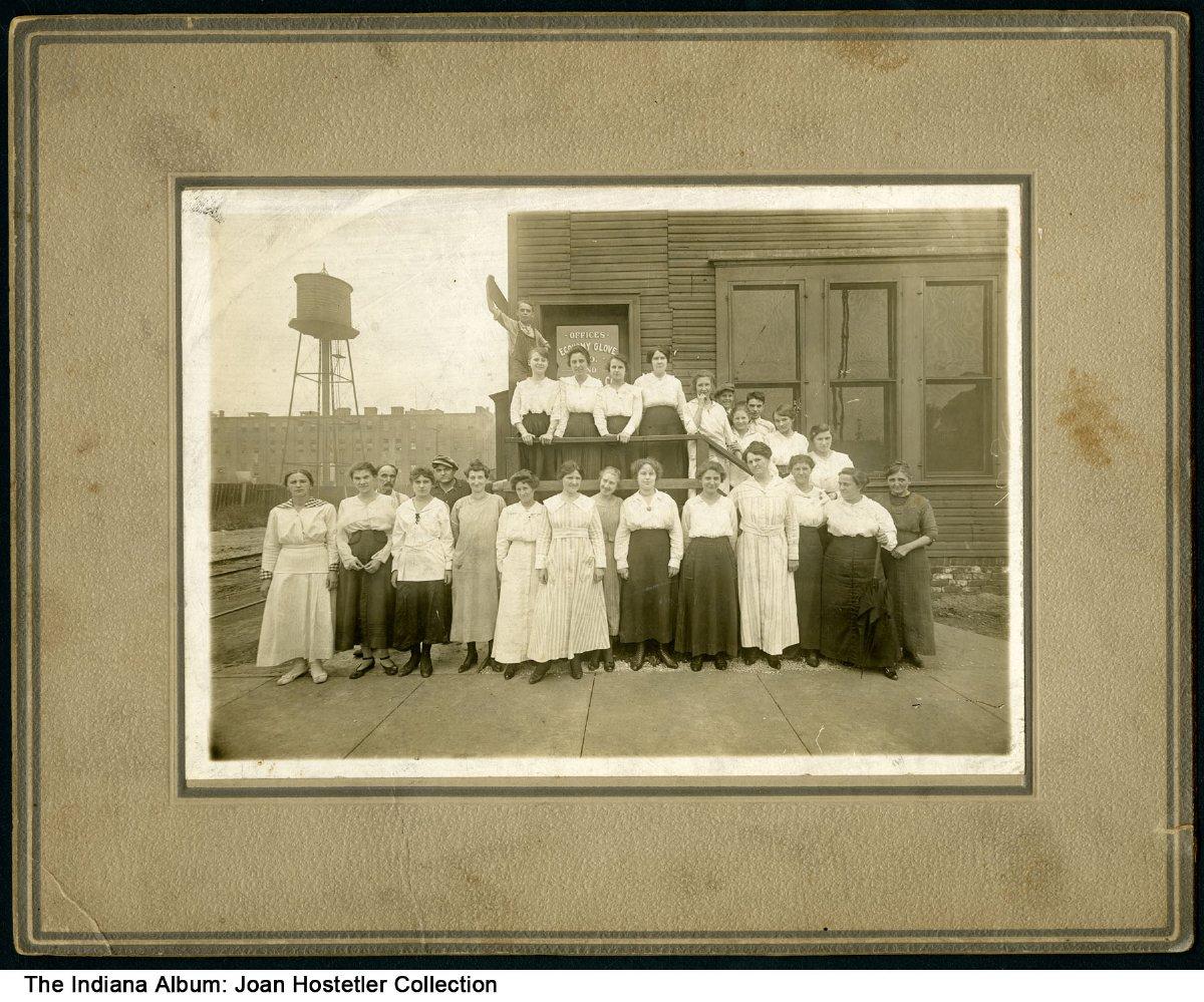 Women workers circa 1910