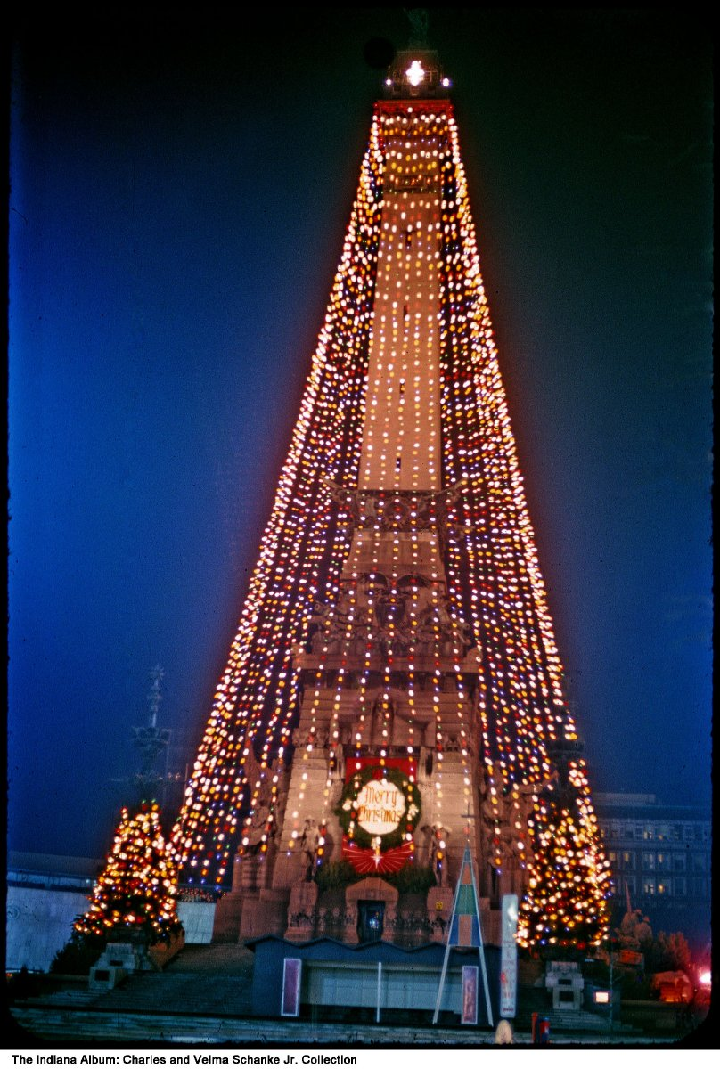 Christmas In Indianapolis.Christmas Decorations On Monument Circle Indianapolis