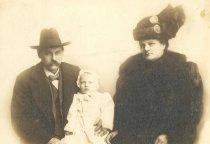 Image of Gustav Boek Family - P1991.33.3