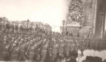 Image of US Marines marching through the Arch de Triumph - P2000.34.103