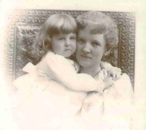 "Image of Maria Malvina ""Nia"" Sawyer Chase and Jewell Sperry Chase - P2001.1.143"