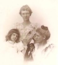 Image of Mary Sawyer, Nia Sawyer Chase and Jewell Chase - P2001.1.148