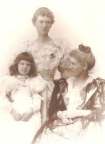 Image of Mary Sawyer, Nia Sawyer Chase and Jewell Chase - P2001.1.149