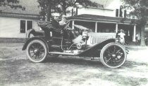 """Image of Edgar and """"Phil"""" Sawyer in Automobile - P2001.1.340"""