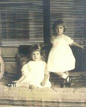 Image of Susan and Doris Hardy - P2001.45.35