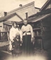 Image of Gladys and Henrietta Pueppke in Back Yard - P2001.48.40