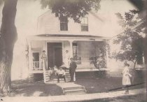 Image of Gottlieb Pueppke Family and House at 219 Washington Boulevard - P2001.48.79
