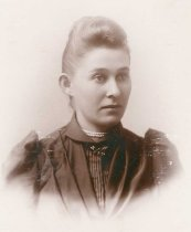Image of unidentified young woman - P2009.26.16