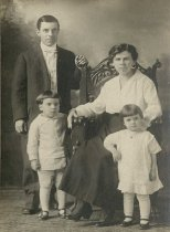 Image of Roy Almond Palmer Family - P2009.76.9
