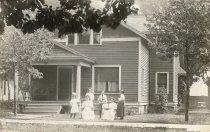 Image of Grace V. Tilton & Family - P2013.53.2