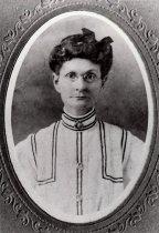 Image of 0000.00.0006 - Studio Portrait of Mary Bethel