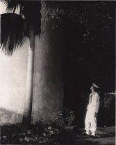 Image of 0000.00.0050 - Sailor at Base of Key West Lighthouse