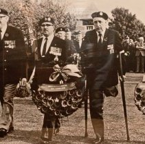 Image of QOR Veterans laying wreaths - 1978