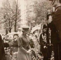 Image of HRH Princess Alexandra, Colonel-in-Chief of QOR of C lays wreath on cross of sacrifice - 1985/11/10