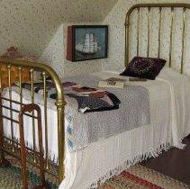 Image of 1994-133-001 - Domestic Life Furnishings