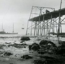 Image of Steamer Cleone loading up at Bear Harbor