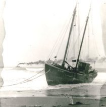 Image of Ships - 1995-001-473