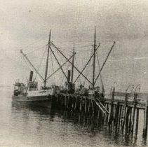 Image of shipping ships - 1995-001-677