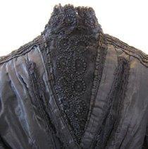Image of 1995-002-02 - Clothing