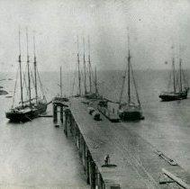 Image of Shipping Ships - 2007-03-832