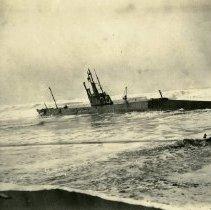 Image of USS H3 Straded on Somoa Beach, California