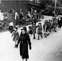 Image of 0037 - Kinsmen Parade, 1st time Brownies & Guides in parade