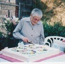 Image of 4803 - Jean Craig cutting her 85th Birthday Cake