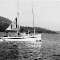 Image of 0441 - Boat built by Craig family