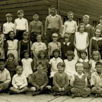 Image of 0132 - Roche Point School class photo