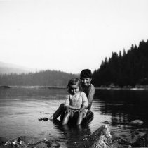 Image of 0864 - Children in Deep Cove