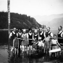 Image of Family in swimming costumes, Deep Cove - 0867 - Family in swimming costumes DC