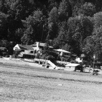 Image of 0915 - Panorama Drive houses from water