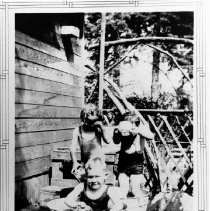Image of 0559 - Children in tubs, Stirrat home 1940
