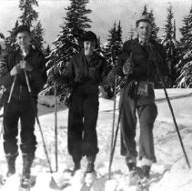 Image of Ian Beaton with friends on Mount Seymour