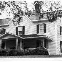 Image of Gwyn House - Richard Gwyn  House, Elkin. For detailed information, see SIMPLE TREASURES, Pg.99 (SR 593)