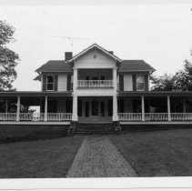 Image of Gwyn-Chatham-Gwyn House - Gwyn-Chatham-Gwyn House, 121 Gwyn Ave., Elkin.  For more information, see SIMPLE TREASURES, page 94.  State Record 580.